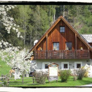 Zdjęcia hotelu: Ferienhaus 'Zur alten Schmiede', Mariahof
