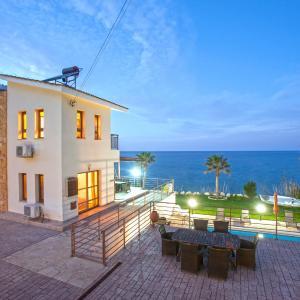 Hotel Pictures: Kallinousa Beach Villa, Pomos