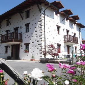Hotel Pictures: Casa Rural Madariaga, Artea