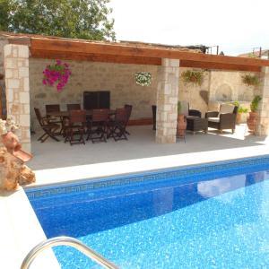 Hotel Pictures: Villa Rania, Stroumbi