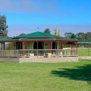 Hotel Pictures: Carolynnes Cottages, Naracoorte