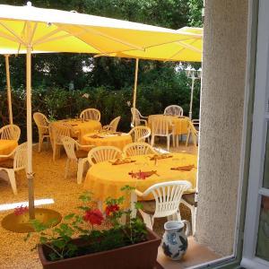 Hotel Pictures: Hotel Restaurant Les Esparrus, Villecroze