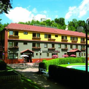 Hotel Pictures: Hotel Milan Vopicka, Hluboká nad Vltavou