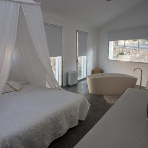 Hotel Pictures: La Maga Rooms, Xàtiva