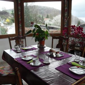 Hotel Pictures: bed&breakfast in Flüh, Hofstetten-Flüh
