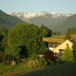 Hotel Pictures: Gites Vallée d'Ossau - Les Jardins du Cot, Sainte-Colome