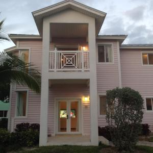 Hotel Pictures: Villa 210 at Resorts World Bimini, Alice Town