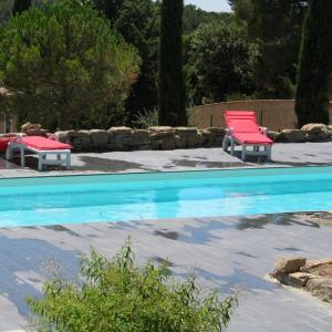 Hotel Pictures: Les Romarins, Aigne