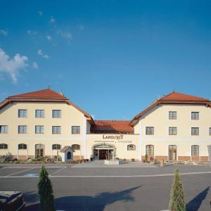 Фотографии отеля: Landzeit Restaurant Voralpenkreuz, Заттледт