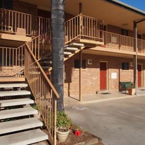 Hotel Pictures: Cobar Town & Country Motor Inn, Cobar