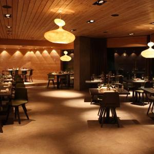 Hotel Pictures: Hotel & Restaurant Longhin, Maloja
