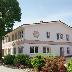 Hotel Pictures: Cafe und Pension Blohm, Greifswald
