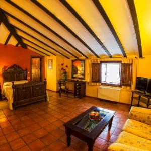 Hotel Pictures: Hotel Bodega La Venta, Casas de los Pinos