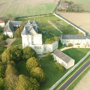 Hotel Pictures: Gîtes du Château de La Motte, Usseau