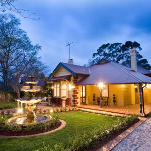Hotel Pictures: Mountain Whispers Varenna, Leura