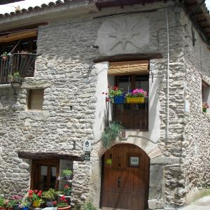 Hotel Pictures: Antigua Casa Catones, Lascuarre