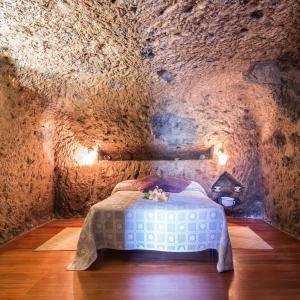 Hotel Pictures: Casa Cueva Las Margaritas, Artenara