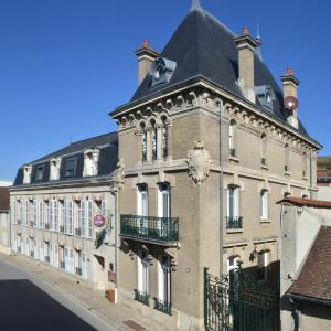 Hotel Pictures: Hotel Castel Jeanson, Ay