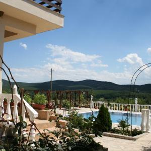 Hotel Pictures: Rose Garden Guest House, Izgrev