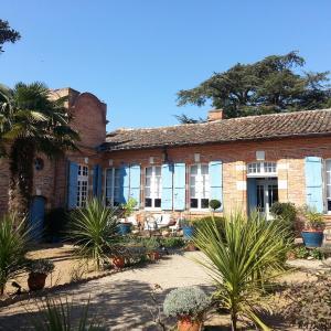Hotel Pictures: 18th-Century Haute-Garonne Guest House, Poucharramet