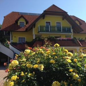 Hotel Pictures: Haus Rose, Wenigzell