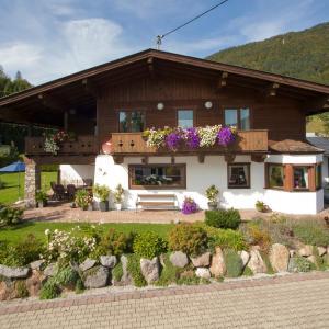 Hotel Pictures: Ferienwohnungen Schneider, Kirchdorf in Tirol