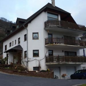 Hotelbilleder: Ferienwohnung Burg Eltz, Treis-Karden