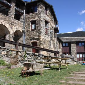 Hotel Pictures: Can Bonada - La Cleda, El Serrat