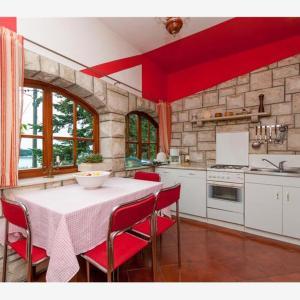 Hotel Pictures: Apartments Arapović, Supetar