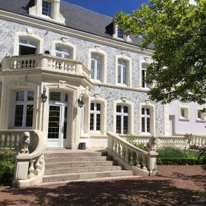 Hotel Pictures: Hostellerie De Le Wast - Château Des Tourelles, Le Wast