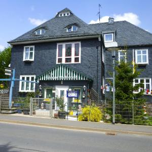 Hotel Pictures: Pension Haus am Waldesrand, Oberhof