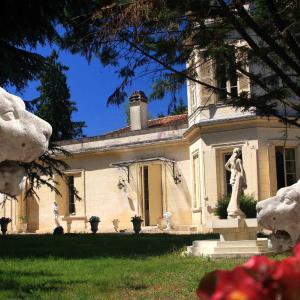 Hotel Pictures: Château la Moune, Montussan