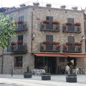 Hotel Pictures: Fonda Sala, Olost