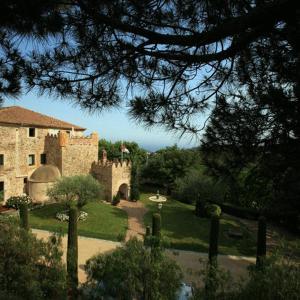 Hotel Pictures: Hotel Castell de l'Oliver, Sant Vicenç de Montalt