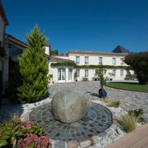 Hotel Pictures: Domaine de Larchey, Saint-Médard-d'Eyrans