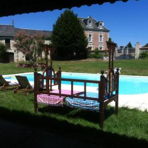 Hotel Pictures: Villa avec piscine, Curçay