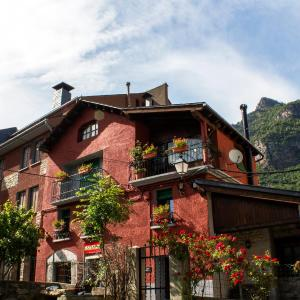 Hotel Pictures: La Caseta de Sastre, Eriste