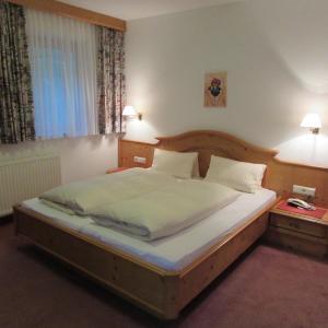 Фотографии отеля: Hotel Landhaus Paradies, Шписс