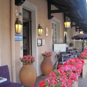 Hotel Pictures: Hotel Des Négociants, Lamastre