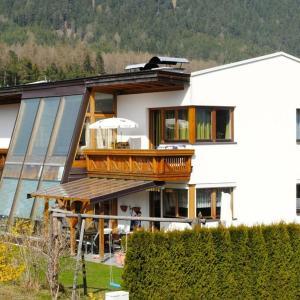 Fotos do Hotel: Ferienwohnung Martha, Obsteig