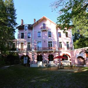 Hotel Pictures: La Font Vineuse, Saint-Pierre-d'Argençon