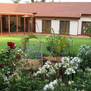 Hotel Pictures: Touraco Guesthouse, Pretoria