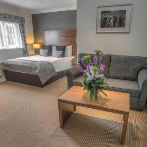 Hotel Pictures: The Boleyn Hotel, Staines