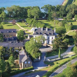 Hotel Pictures: Chateau De Beaussais, Trégon