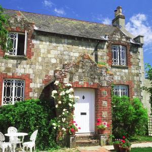 Hotel Pictures: Spire Cottage, Chichester