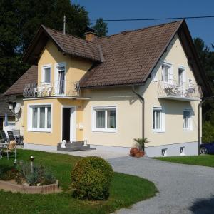 ホテル写真: Ferienwohnungen Rasinger, Schiefling am See