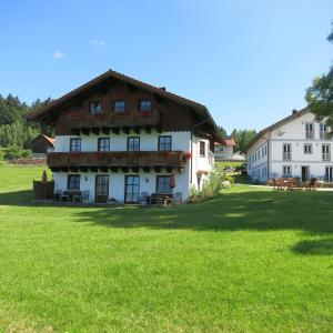 Hotel Pictures: Ferienhof Landhaus Michael, Böbrach