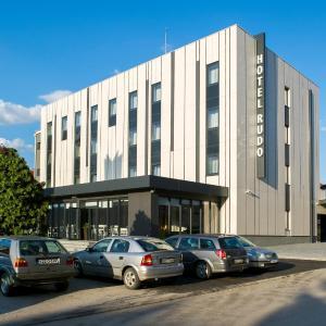 Hotel Pictures: Hotel Comsar Rudo, Staro Rudo