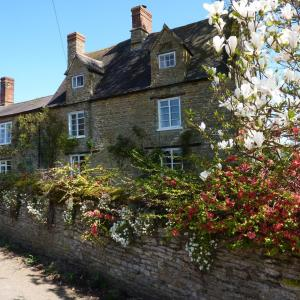 Hotel Pictures: Home Farmhouse Bed and Breakfast, Charlton