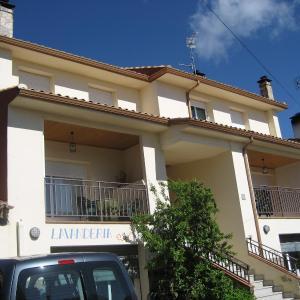 Hotel Pictures: Apartamentos Rascafria Cerquilla, Rascafría